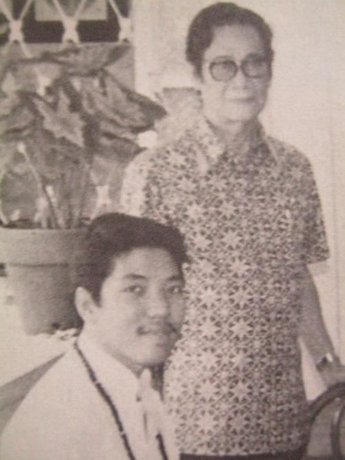 Teodoro Agoncillo at ang batang Ambeth Ocampo, 1984.