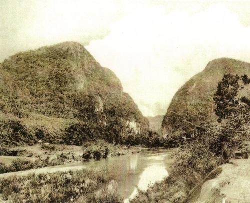 Bundok Tapusi, Montalban.  Mula sa Kasaysayan:  The Story of the Filipino People.