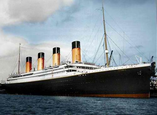 Orihinal na larawang may kulay ng RMS Titanic
