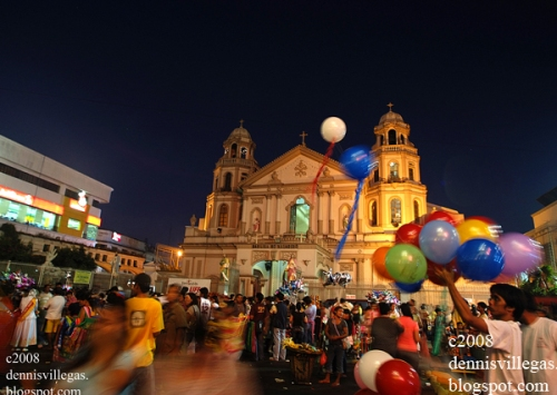 Christ's mass:  Misa de Gallo sa Quiapo.  Kuhang larawan ni Dennis Villegas.