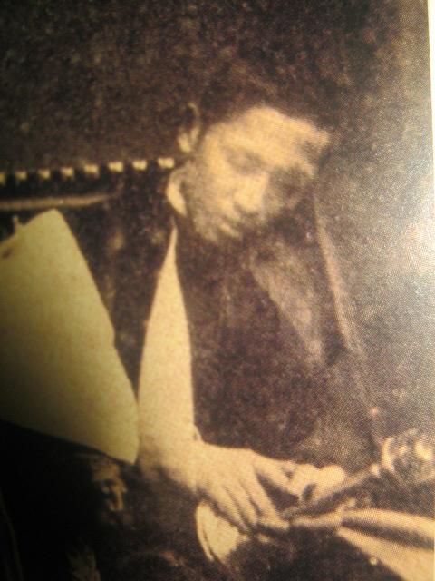 Ang larawan ni Rizal bilang isang aktor sa teatro.  Mula sa aklat na In Excelsis ni Felice Prudente Sta. Maria.