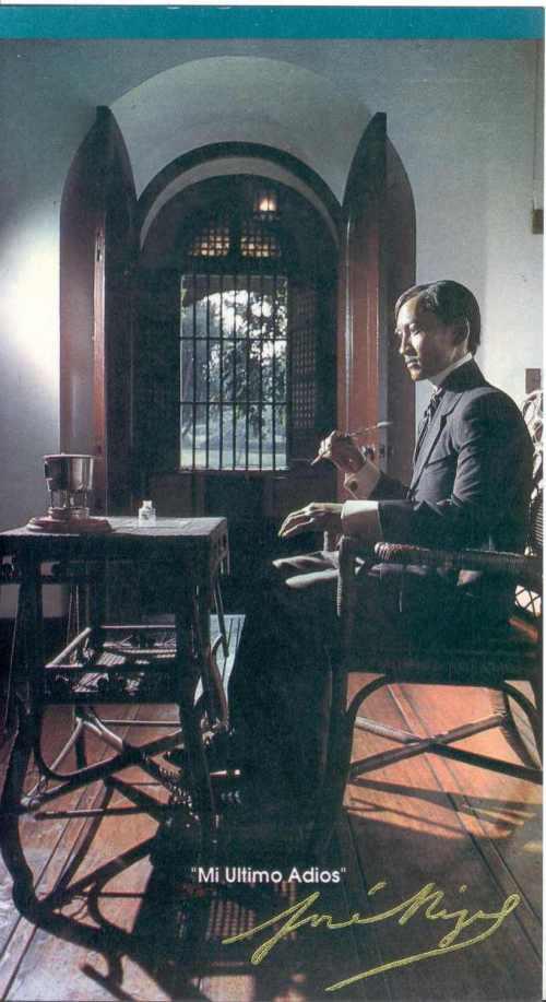Rizal habang nagsusulat sa loob ng kanyang kulungan sa Fort Santiago.  Estatwang wax ni Guillermo Tolentino.  Dambanang Rizal sa Fort Santiago, Pambansang Komisyong Pangkasaysayan ng Pilipinas.