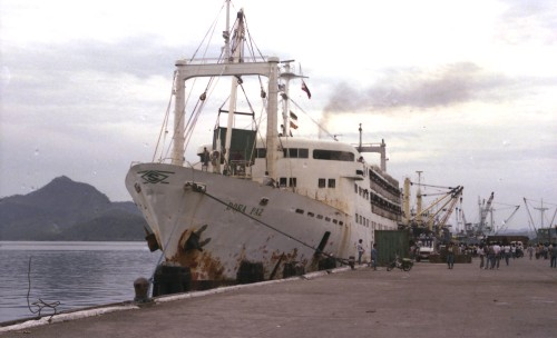 MV Doña Paz sa daungan ng Tacloban.  Mula sa Wikipedia.