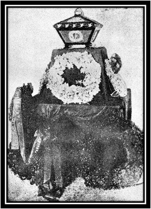 Ang urnong ivory o garing na dinisenyo ni Romualdo Teodoro de Jesus.  Larawan mula kay Dr. Vic Torres.