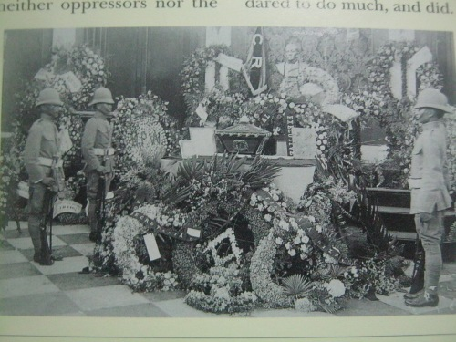 Knights of Rizal guarding the urn at the Marble Hall of the Ayuntamiento de Manila.  Note the masonic symbol amidst the flowers and the initials CR meaning Caballeros de Rizal (Knights of Rizal).  Courtesy of In Excelsis by Felice Prudente Sta, Maria.