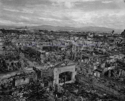 Ang pagkabulbos ng Maynila noong Liberasyon bilang ikalawang pinakagumuhong Allied na lungsod sa diagdig noong Ikalawang Digmaang Pandaigdig, Marso 1945.  Mula sa kolkesyon ni Dr. Luis Camara Dery.