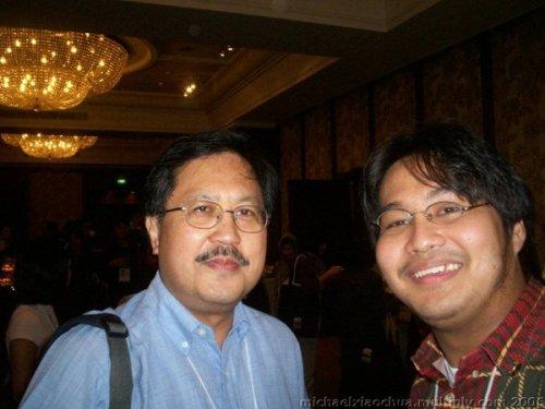 Mag-ama?  Si Reynaldo Ileto, awtor ng Pasyon and Revolution, at si Xiao Chua, 2006.