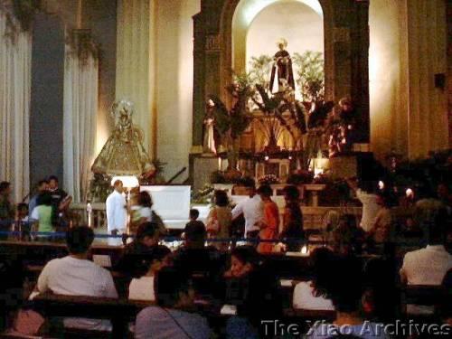 2004-12-18-056 Inside The Chapel of Da King