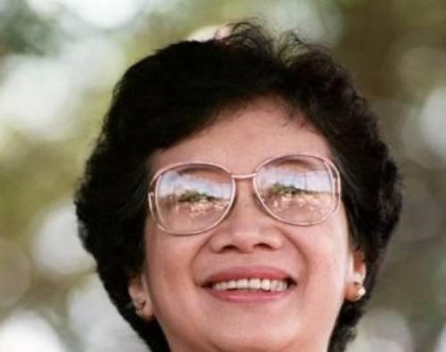 """Dating Pangulong Cory Aquino:  """"Ang Babaeng Sintibay ng Bakal"""""""