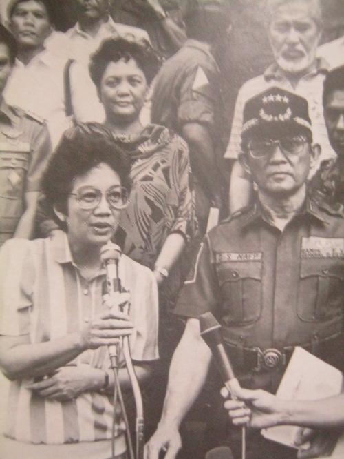 """Si Cory Aquino at Heneral Fidel V. Ramos.  Mula sa aklat ng PCIJ na """"Kudeta: A Challenge to Philippine Democracy."""""""