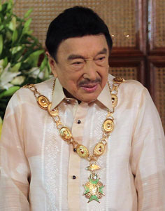 Ginawaran ng Pangulong Noynoy Aquino kay Dolphy ang Grand Collar of the Order of the Golden Heart noong 2010.