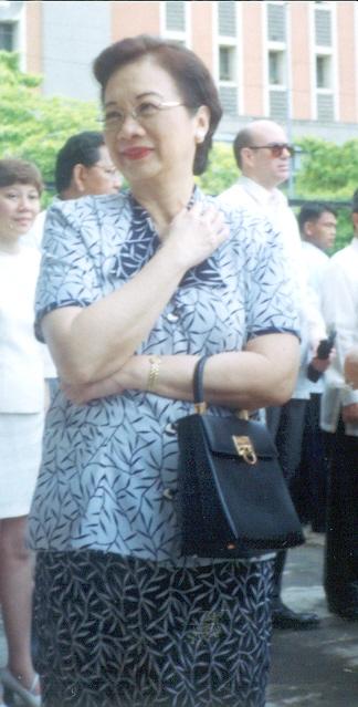 Ikalawang Pagkikita:  Sa Katedral ng Maynila para sa misa para sa mga biktim ng 9-11, September 2001.  Kuha ni Xiao Chua.