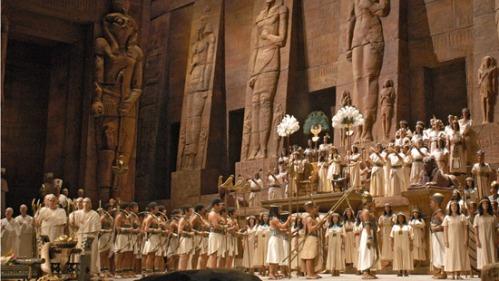 Isang maluwalhating eksena mula sa Aida ni Verdi.
