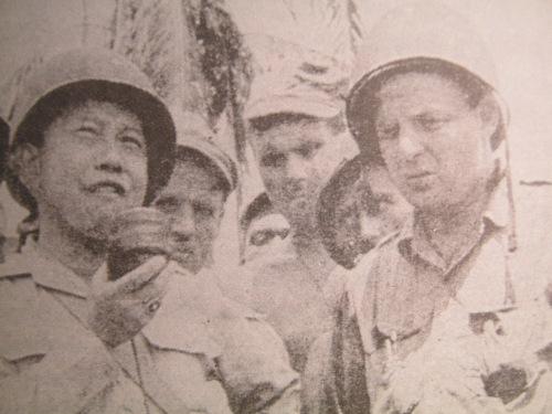 """Si Romulo, ang """"Voice of Freedom"""" mula sa Corregidor noong 1942."""