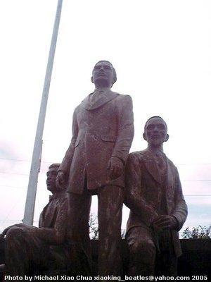Monumento para kina Máximo Inocencio, Crisanto de los Reyes, at Enrique Paraíso sa Geronimo Benernger de los Reyes (GBR) Museum, Cavite.  Kuha ni Xiao Chua.