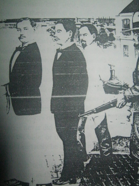 Sina Crisanto de los Reyes, Máximo Inocencio at Enrique Paraíso habang ipinapatapon matapos ang Motin de Cavite.  Larawang-guhit mula sa Geronimo Benernger de los Reyes (GBR) Museum.