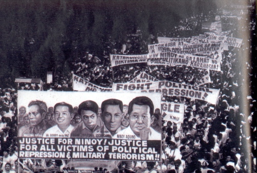 Libing ni Ninoy Aquino, August 31, 1983.  Courtesy of the Ninoy and Cory Aquino Foundation.