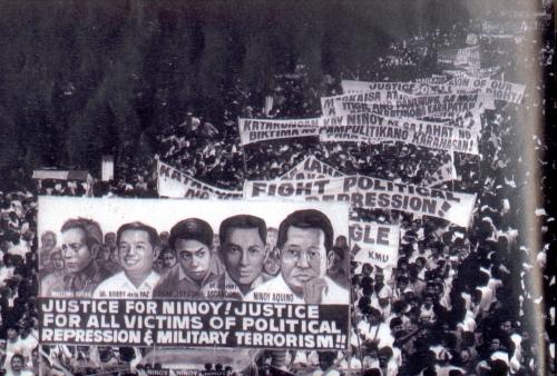 Libing ni Ninoy Aquino, August 31, 1983.  Courtesy of the Ninoy and Cory Aquino Foundation.