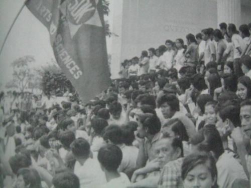 Ang Samahan Demokratiko ng Kabataan (SDK) sa paanan ng Bulwagang Palma, UP Diliman.