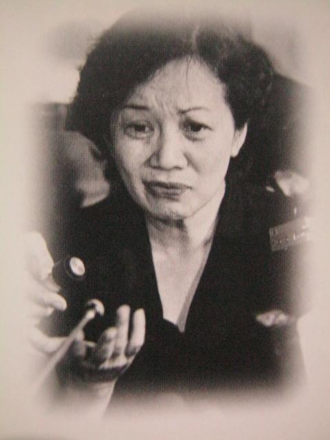 Pag-uwi ni Cory sa Pilipinas matapos ang pagkamartir ng kanyang asawa, August 1983.