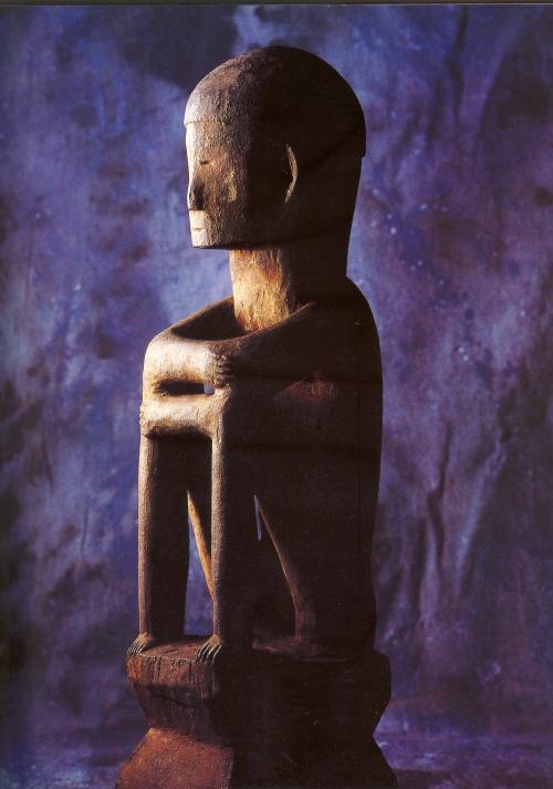Bullol, representasyon ng anito sa Ifugao.  Kuha ni Neil Oshima.