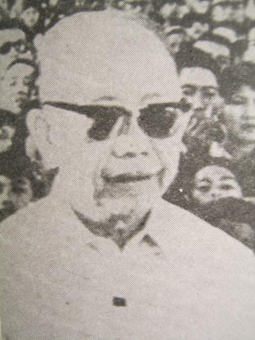 Karate Kid.  Bilang bahagi ng gabinete ni Pangulong Ferdinand Marcos.  Mula sa Great Lives:  Carlos Romulo.