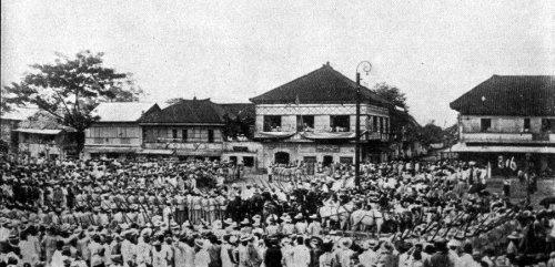 Ang parada ng pangulo sa pagpapasinaya ng Republika ng Malolos, January 23, 1899.  Mula kay Arnaldo Dumindin.