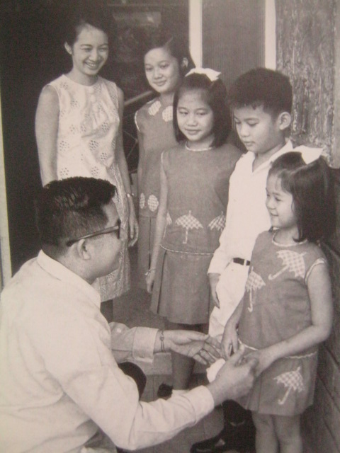 Ninoy, the public servant, with Cory and their children:  Ballsy, Pinky, Noynoy and Viel.  Photo by Dick Baldovino.