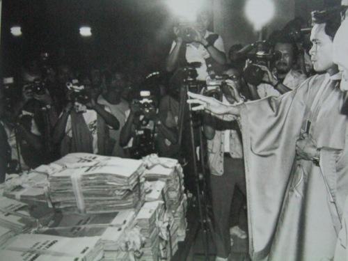 Ang pagbendisyon sa higit isang milyong lagda na humihiling sa pagtakbo sa pagkapangulo ni Cory Aquino, 1985.