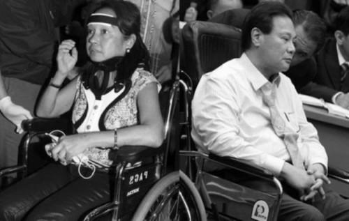 """Ang dating Pangulong Arroyo habang nagtatangkang umalis ng bansa at ang Punong Mahistrado Corona matapos ang kanyang """"walk-out"""""""