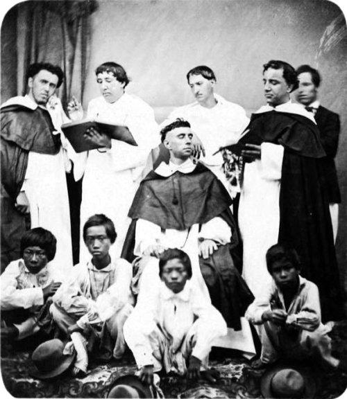 Mga prayleng Dominikano sa Piat, Cagayan, 1875-1880.  Mula sa philhistorypics.blogspot.com.