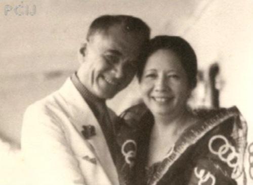 Mahal na Pangulong Manuel Quezon at kabiyak na Dona Aurora.  Mula sa Papogi ng PCIJ.