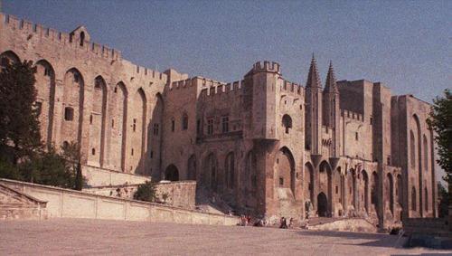 Palasyo ng mga Papa sa Avignon, Pransya na naging karibal ng papa sa Italya