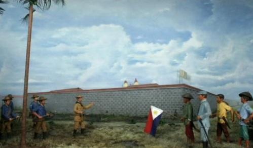 Hindi pinapasok ang mga kawal na Pilipino sa Intramuros nang makuha ito ng mga Amerikano.  Mula sa Ayala Museum: The Diorama Experience.