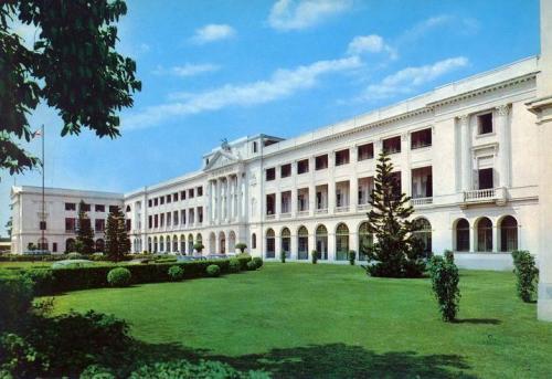 De La Salle College, gusaling dinisenyo ni Tomas Mapua at ipinatayo noong 1921.  Mula kay Sunny Velasco.
