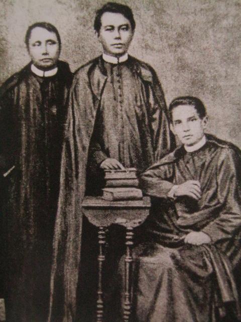 Padre Mariano Gomes, Padre Jacinto Zamora at Padre José Apolonio Burgos, malamang sa malamang composite na larawan.  Mula sa Kasaysayan:  The Story of the Filipino People.