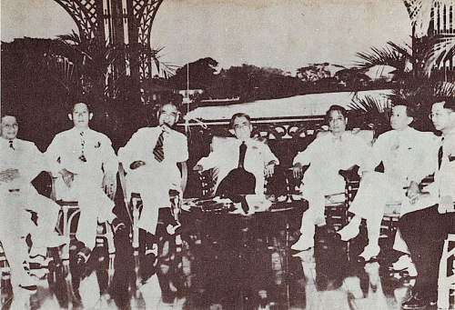 Mula sa kaliwa:  Jose Avelino (Secretary of Labor), Benigno S. Aquino Sr. (Secretary of Agriculture), Rafael Alunan (Secretary of the Interior), Quezon, Manuel Roxas (Secretary of Finance), Jose Abad Santos (Secretary of Justice) at Jorge Bocobo (Secretary of Public Instruction).  Mula sa The Pinoy Warrior,