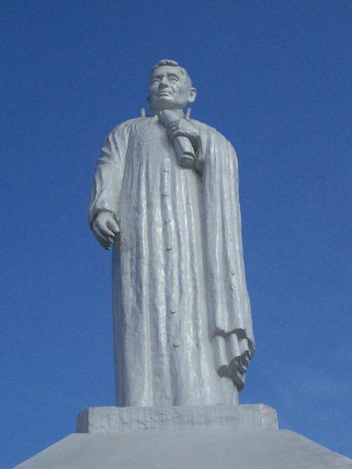 Monumento ni Padre Gomes sa Bacoor, Cavite.  Kuha ni Xiao Chua.