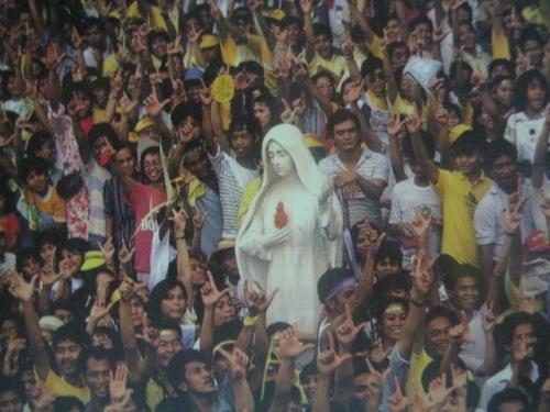 Inang Maria sa gitna ng Himagsikang EDSA 1986.