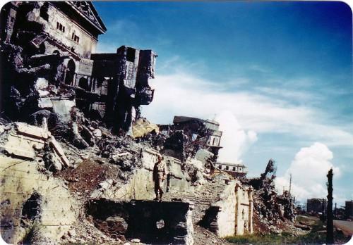 Ang lumang gusali ng Kongreso. Mula sa War Crimes in Manila ni David Griffin.