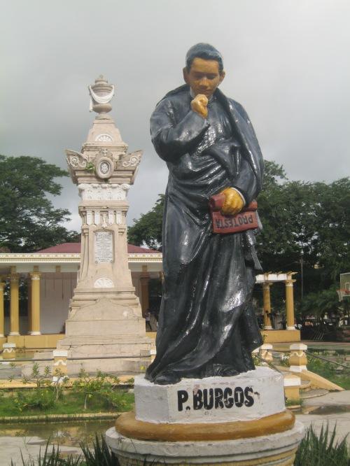 Monumento ni Burgos sa Plaza Burgos, Vigan, Ilocos Sur.  Kuha ni Xiao Chua.