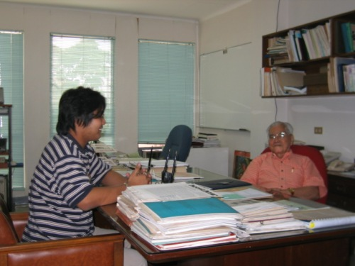 Panayam ni Xiao Chua kay Dr. Conrado Dayrit para sa papel na ito.  Unilab, Mandaluyong City, March 15. 2006.