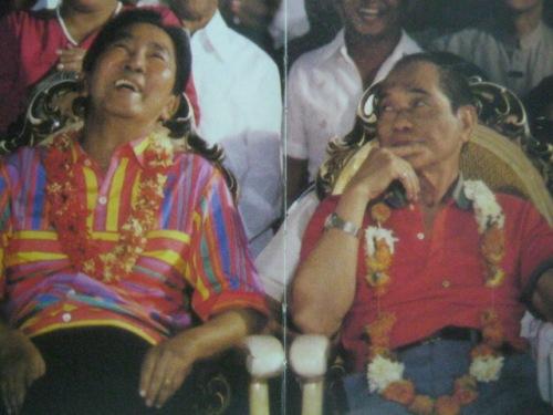 Si Pangulong Marcos at Arturo Tolentino sa kampanya.  Mula sa Bayan Ko!