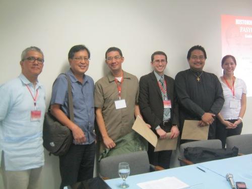 Xiao Chua, Dr. Rey Ileto, at kanyang mga nakasama sa sesyon, February 9, 2013.