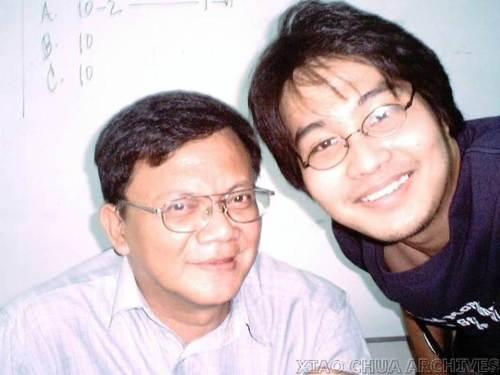 Si Xiao Chua at ang isa sa kanyang mga mentor, ang yumaong Dr. Dante Ambrosio, 2005.