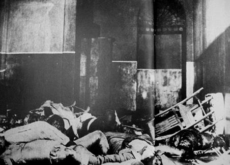 Ito ang itsura ng mga katawan na nagatong-patong sa malapit sa cellar at hagdan patungong chapel.  Mula sa La Salle:  1911-1986.