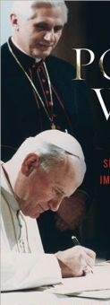 Ratzinger sa tabi ni John Paul II:  Wind beneath his wings.  Pabalat ng Pope's War ni Matthew Fox.