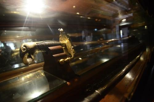 Ang awakan ng espada ni Heneral Aguirre na nakuha ni Aguinaldo, nilinang noong 1869 sa Toledo, sa taon na isinilang ang heneral.