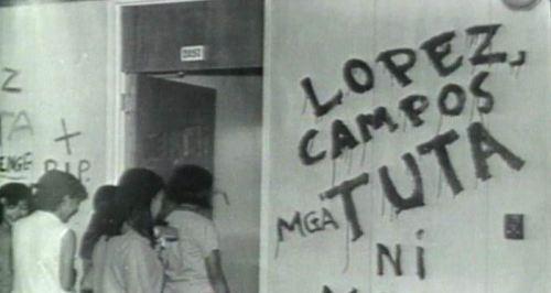 Ang loob ng Faculty Center noong Commune.  Ang silid ngayon ang Balanghay Room ng UP Departamento ng Kasaysayan.  Mula sa Eugenia Apostol Foundation.