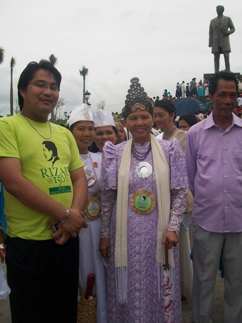 Si Xiao Chua at si Reyna Yolanda noong ika-150 kaarawan ni Jose Rizal sa Calamba, Laguna, June 19, 2011.